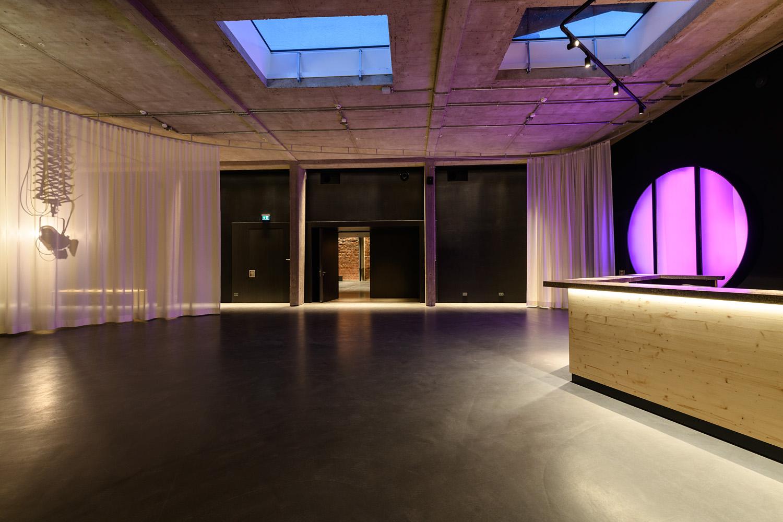 Welche Veranstaltungsräume vermietet die UK14 in Kassels Innenstadt?
